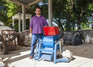 Pesquisador Francisco Ronaldo Belem Fernandes integrou equipe do Departamento de Engenharia Agrícola que desenvolveu máquina fatiadora de palma, cujo regstro de patente foi requerido (Foto: Ribamar Neto/UFC)