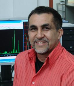 O Prof. Edilberto Silveira, do Departamento de Química Orgânica e Inorgânica, é o coordenador do projeto (Foto: divulgação)