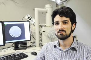 Prof. Amauri Jardim, do Departamento de Física, é um dos autores principais da pesquisa (Foto: Ribamar Neto/UFC)